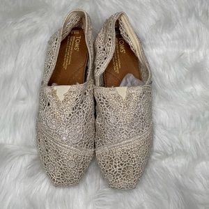Cream Lace Toms